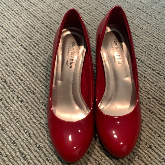 Red patent pumps like new